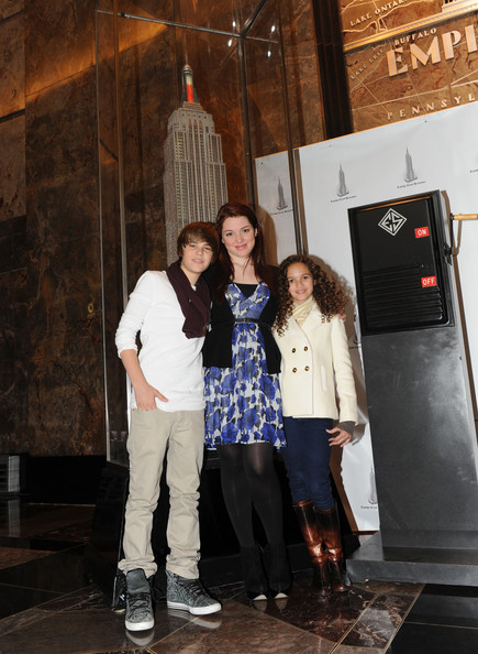 Singer Justin Bieber, actress Jennifer Stone and actress Madison Pettis attend the lighting of the Empire State Building to kickoff Jumpstart's Read For The Record Campaign on October 8, 2009 in New York City.
