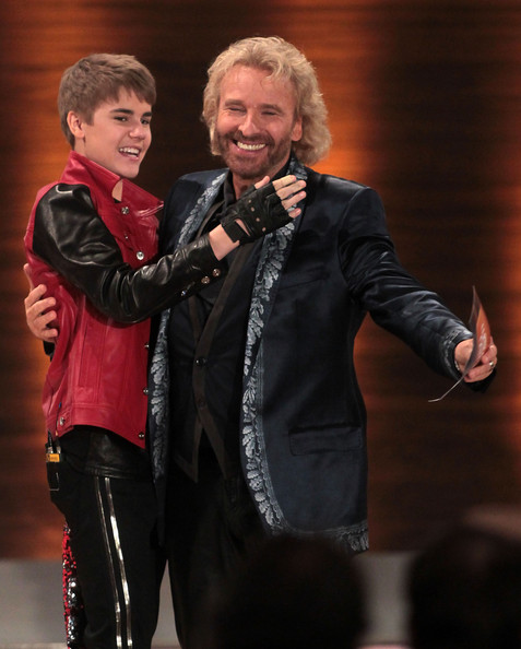 Justin Bieber Singer Justin Bieber (L) and TV-host Thomas Gottschalk attend the 'Wetten Dass ... ?' TV show at Augsburg fair ground on March 19, 2011 in Augsburg, Germany.