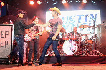 Justin Moore Dustin Lynch Rodney Atkins Hosts 4th Annual Music City Gives Back