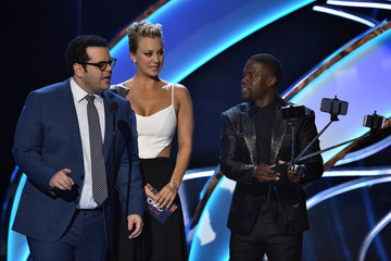 Kaley Cuoco Kevin Hart People's Choice Awards Show — Part 2