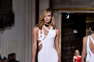 Karlie Kloss Versace : Runway - Paris Fashion Week - Haute Couture S/S 2015
