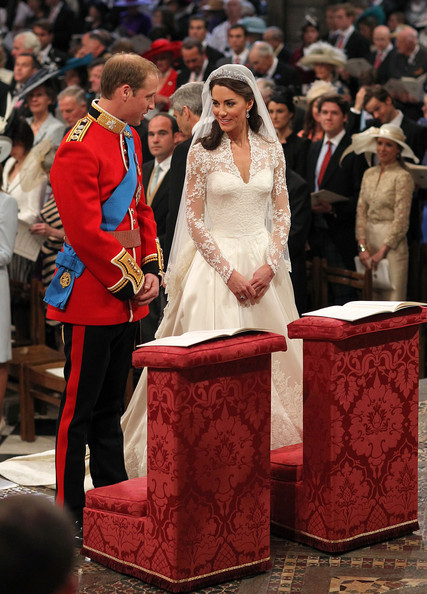 Kate Middleton S Wedding Dress Unveiled The Simply