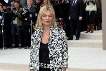 Kate Moss Burberry Womenswear Spring/Summer 2016 - Arrivals