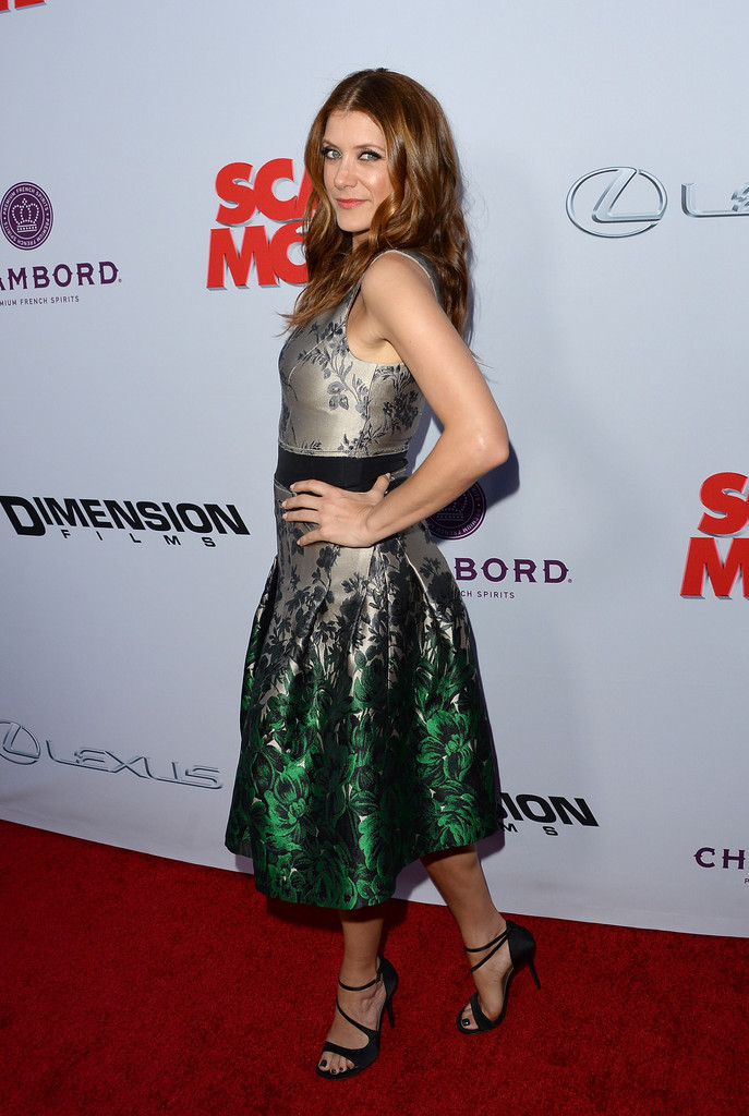 http://www1.pictures.zimbio.com/gi/Kate+Walsh+Premiere+Dimension+Films+Scary+jYFpdLZNAO4x.jpg