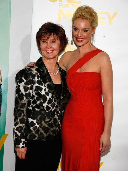 http://www1.pictures.zimbio.com/gi/Katherine+Heigl+One+Money+New+York+Premiere+H-bFeAbsDpal.jpg