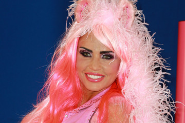 Katie Price Katie Price Shows Off Equestrian Line 8