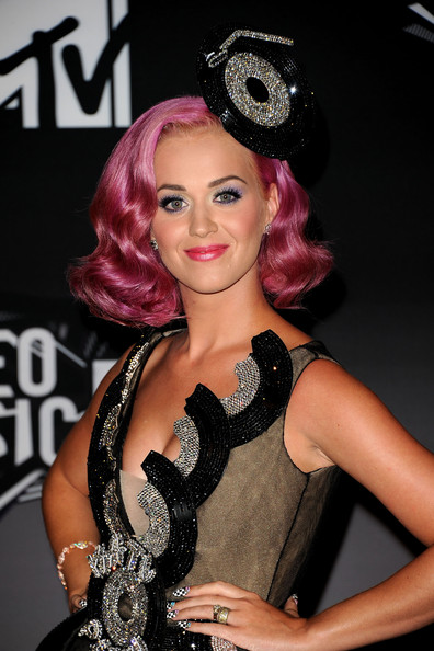 http://www1.pictures.zimbio.com/gi/Katy+Perry+2011+MTV+Video+Music+Awards+Press+Y_ls0ZWa141l.jpg