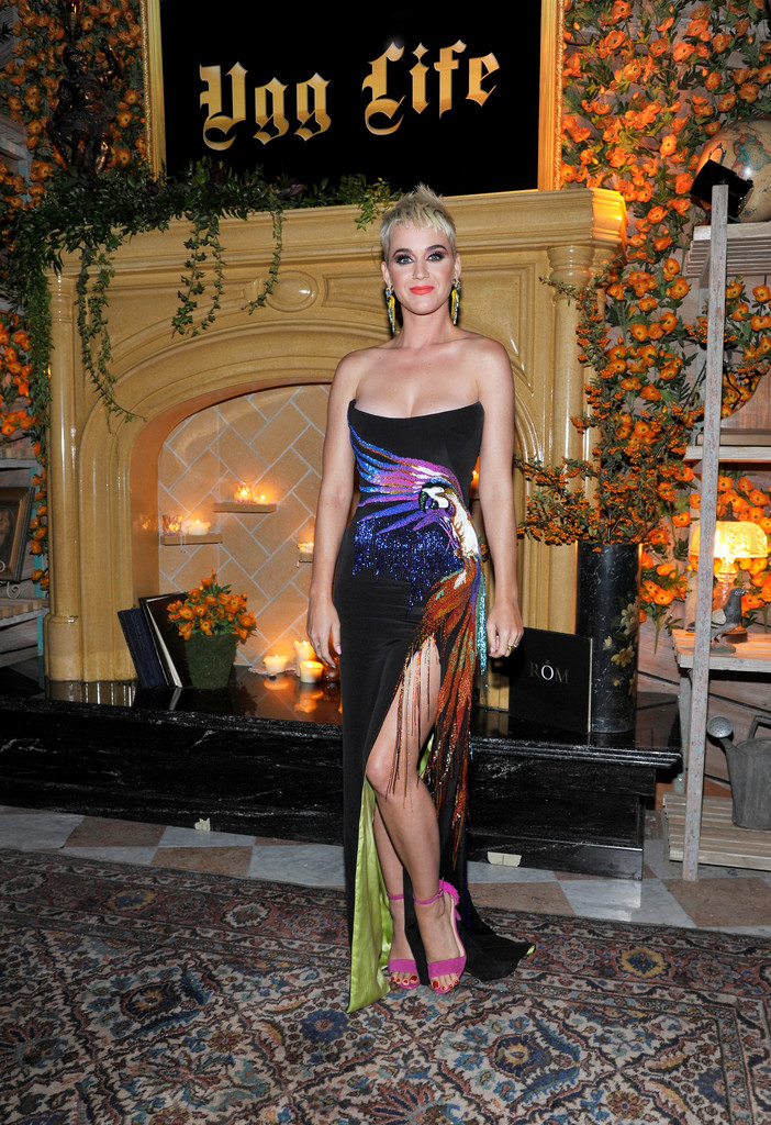 Katy+Perry+UGG+x+Jeremy+Scott+Collaboration+BMvhV2gRCqIx.jpg