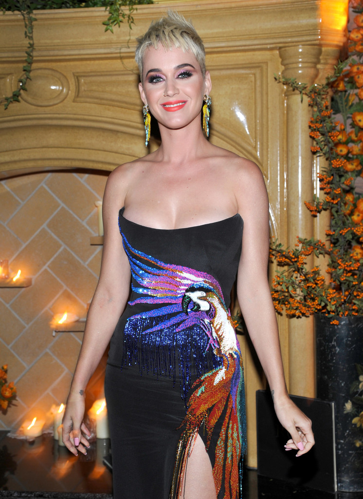 Katy+Perry+UGG+x+Jeremy+Scott+Collaboration+slGeOqpiusGx.jpg