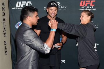 Kellan Lutz Celebrities Attend UFC 175 - Weidman v Machida