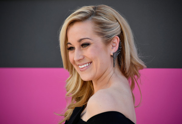 Admirable Kellie Pickler Photos Photos 52Nd Academy Of Country Music Short Hairstyles Gunalazisus