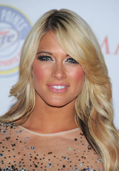 wwe divas 2011. WWE Diva Kelly Kelly arrives