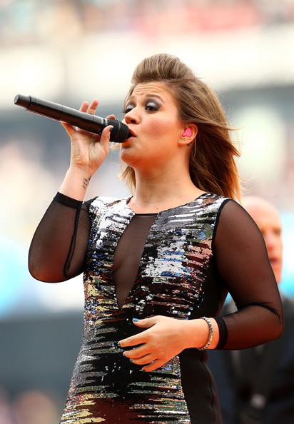 2011 NRL Grand Final - Sea Eagles v Warriors [music artist,performance,singing,singer,performing arts,music,microphone,musician,event,pop music,kelly clarkson,australia,sydney,anz stadium,warriors,sea eagles,nrl grand final,match]