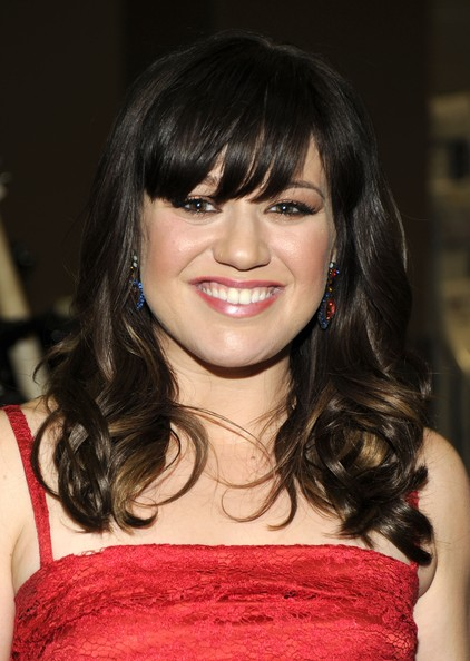 http://www1.pictures.zimbio.com/gi/Kelly+Clarkson+47th+Annual+Academy+Country+G-rM1xIW2T-l.jpg