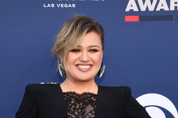 Kelly Clarkson 54th Academy Of Country Music Awards - Arrivals