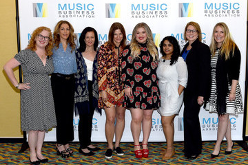 Kelly Clarkson Music Biz 2017 - 5/16