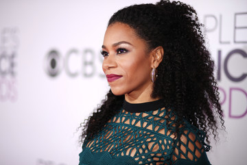 Kelly McCreary People's Choice Awards 2017 - Red Carpet