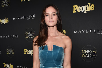 Kelly Overton People's 'Ones to Watch' Event Presented by Maybelline New York - Red Carpet
