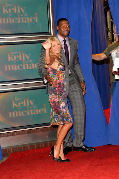 Prime Kelly Ripa Photos Photos Live With Kelly Announces New Co Host Short Hairstyles For Black Women Fulllsitofus