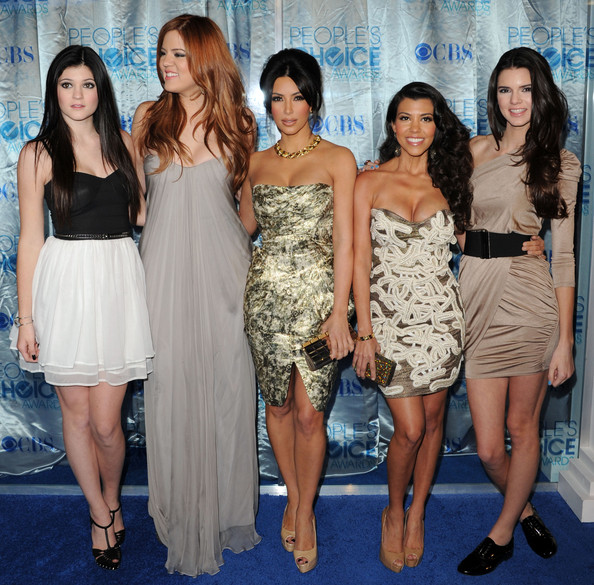 Kendall Jenner (L-R) TV personalities Kylie Jenner, Khloe Kardashian, Kim Kardashian, Kourtney Kardashian and Kendall Jenner arrive at the 2011 People's Choice Awards at Nokia Theatre L.A. Live on January 5, 2011 in Los Angeles, California.