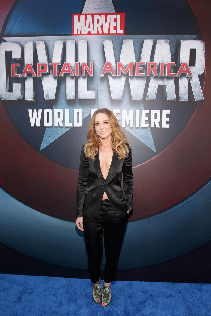 http://www1.pictures.zimbio.com/gi/Kerry+Condon+World+Premiere+Marvel+Captain+1wo-VAU1ZJxx.jpg