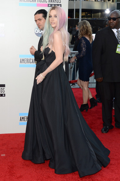 Kesha - 2013 American Music Awards - Arrivals