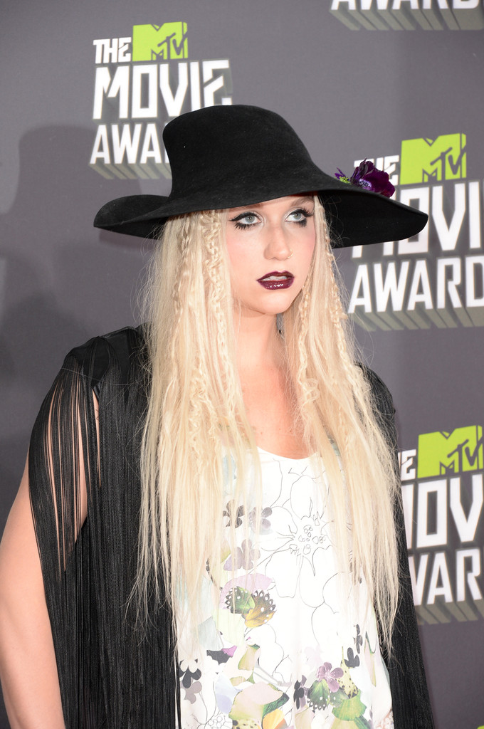 مـهـرجــــان 2013 Movie Awards Kesha 2013 MTV Movie Awards Arrivals 3td7f7zplsEx.jpg