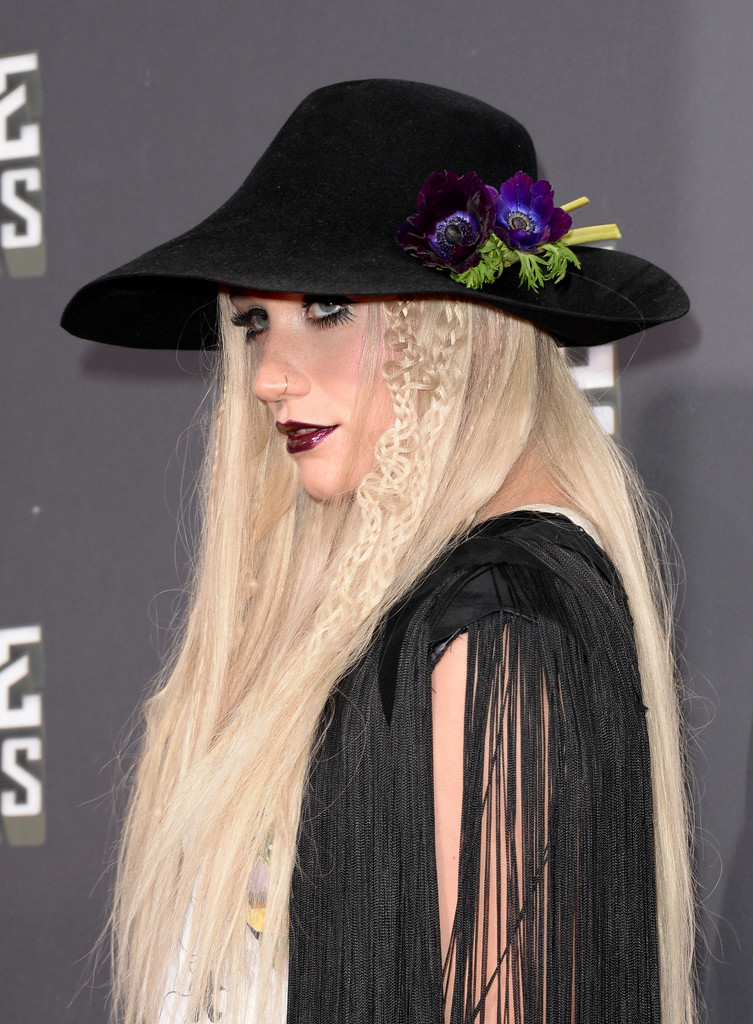 مـهـرجــــان 2013 Movie Awards Kesha 2013 MTV Movie Awards Arrivals 8WHX9Qv7kRjx.jpg