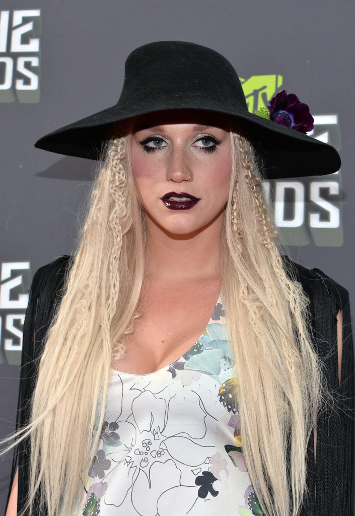 مـهـرجــــان 2013 Movie Awards Kesha 2013 MTV Movie Awards Red Carpet xtCnPedfLRux.jpg