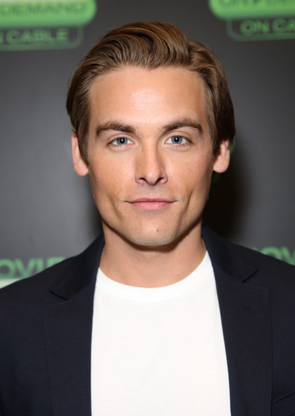 kevin zegers gif