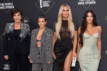 Khloe Kardashian Kris Jenner 2019 E! People's Choice Awards - Social Crops