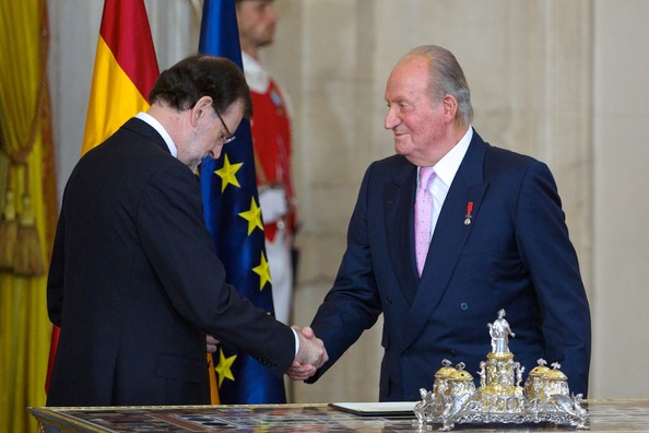 Spanish prime minister Mariano Rajoy (L) and King Juan Carlos of Spain (R) attend the official abdication ceremony at the Royal Palace on June 18, 2014 in Madrid, Spain.