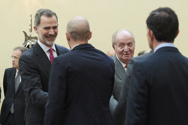 Spanish Royals Meet COTEC Foundation [event,community,businessperson,management,white-collar worker,gesture,official,employment,conversation,business,felipe vi,juan carlos,r,spanish,spain,madrid,royal palace,royals meet cotec foundation,l,meeting]