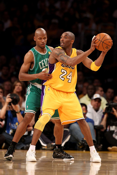 Kobe Bryant and Ray Allen Photos Photos - NBA Finals Game 7: Boston Celtics v Los Angeles Lakers ...