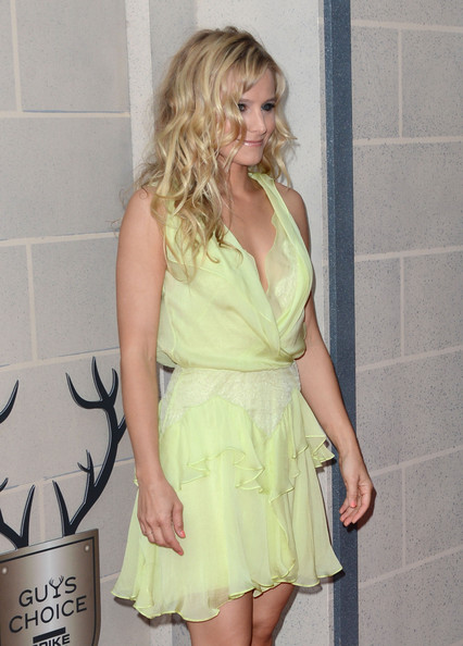 KRISTEN BELL at Spike Tvs 6th Annual Guys Choice Awards in