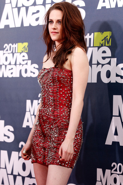 Kristen Stewart Actress Kristen Stewart arrives at the 2011 MTV Movie Awards at Universal Studios' Gibson Amphitheatre on June 5, 2011 in Universal City, California.