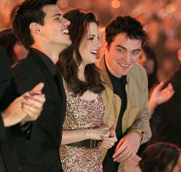 Kristen Stewart (L-R) Actors Taylor Lautner, Kristen Stewart and Robert Pattinson attend the 2011 People's Choice Awards at Nokia Theatre L.A. Live on January 5, 2011 in Los Angeles, California.