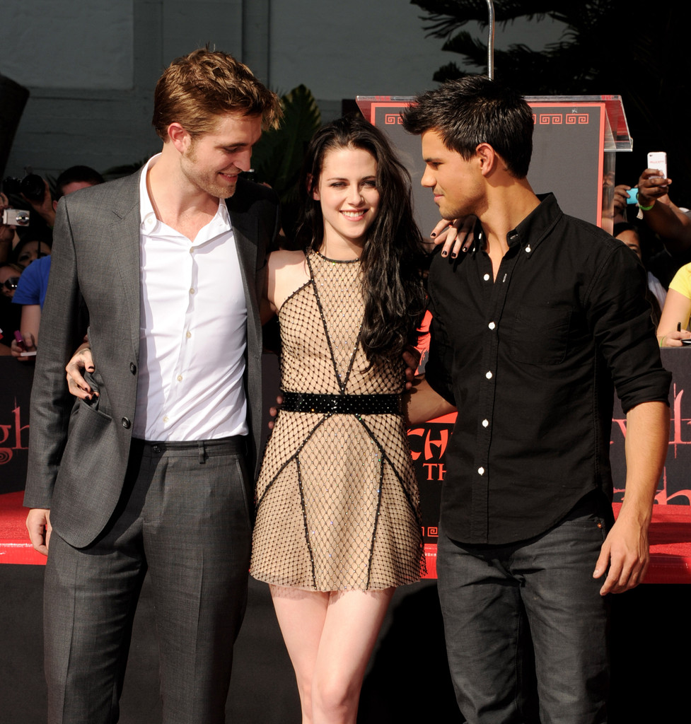 to wear - Stewart kristen and taylor lautner kissing video
