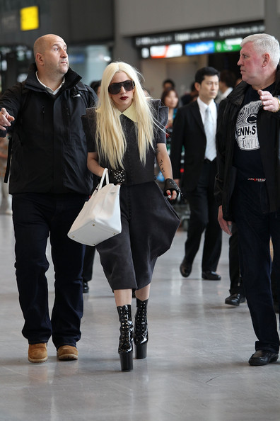 lady gaga hot pictures. Hot! Lady Gaga Shoes