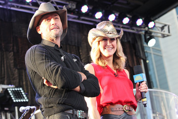 Lara Spencer Tim McGraw Performs on ABC's 'Good Morning America'