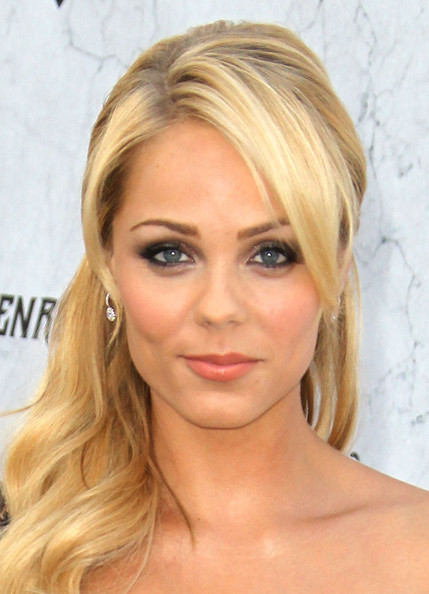 Laura Vandervoort actress