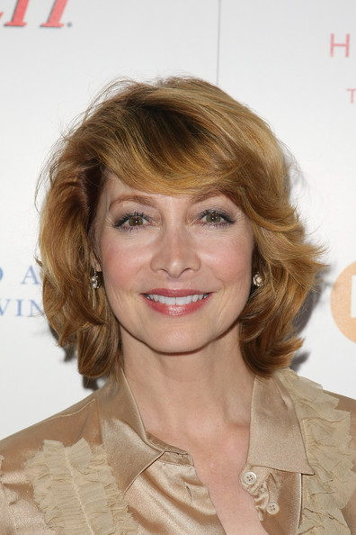 Excellent Sharon Lawrence In Leeza Gibbons Dare2Care Pre Oscar Cocktail Short Hairstyles For Black Women Fulllsitofus