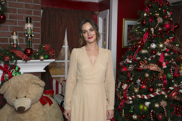 Leighton Meester The Americana At Brand Annual Christmas Tree Lighting And Show