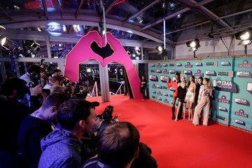 Leomie Anderson Cindy Kimberly MTV EMAs 2017 - Red Carpet Arrivals