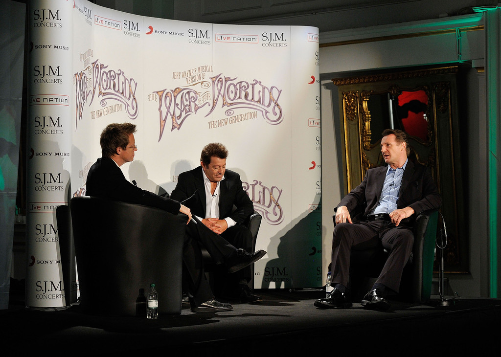 War Of The Worlds New Generation: Simon Mayo In Liam Neeson At 'The War Of The Worlds New