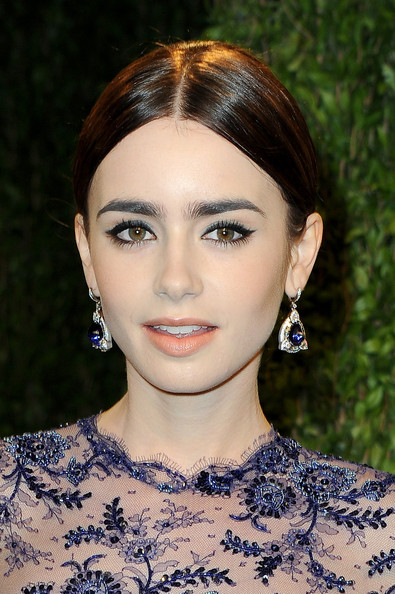 Lily Collins - 2013 Vanity Fair Oscar Party Hosted By Graydon Carter - Arrivals