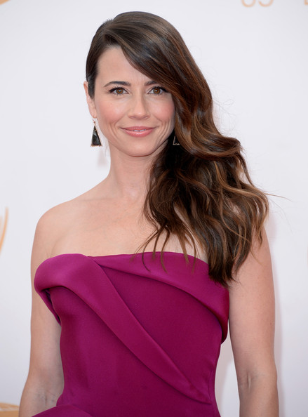 Arrivals at the 65th Annual Primetime Emmy Awards — Part 5 [hair,beauty,fashion model,human hair color,hairstyle,purple,shoulder,lady,magenta,long hair,arrivals,linda cardellini,california,los angeles,nokia theatre l.a. live,primetime emmy awards]