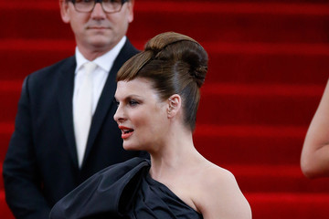 Linda Evangelista 'China: Through The Looking Glass' Costume Institute Benefit Gala - Outside Arrivals