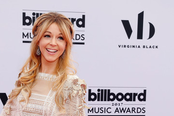 Lindsey Stirling 2017 Billboard Music Awards Presented by Virginia Black - Red Carpet