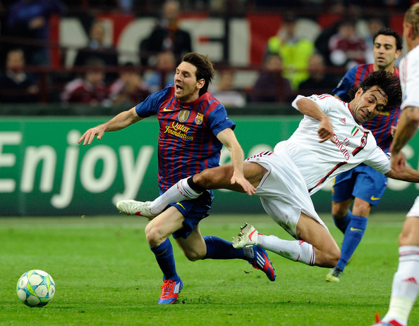 Messi playing against AC Milan